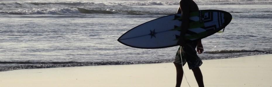 Un surfeur à Bali
