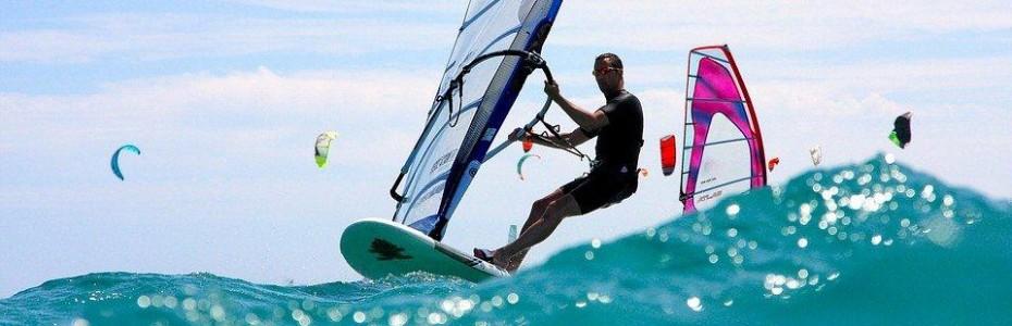 Faire du windsurf au Brésil